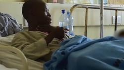 Bagi Horace Owiti Opiyo dari Kenya, memiliki kelamin besar merupakan sebuah musibah. Penisnya punya panjang semeter dengan testis seberat 5 kilogram.