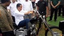 Bukan Trail, Jokowi Kepincut Motor Custom Buatan Anak Negeri