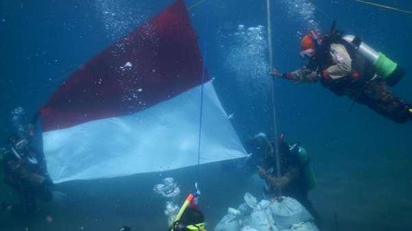 Cara Pramuka Sambut Sumpah Pemuda, Kibarkan Merah Putih di Laut