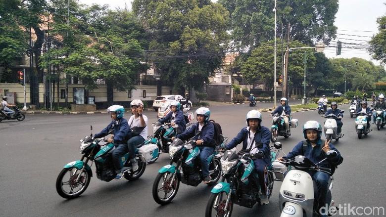 Konvoi Motor Listrik Jakarta Bukukan Rekor Muri