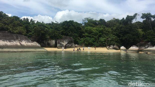 Pantai di Natuna yang dikunjungi Susi