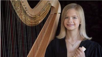 Kenalkan Ini Rosie Gill, Kecil-kecil Jago Main Harpa