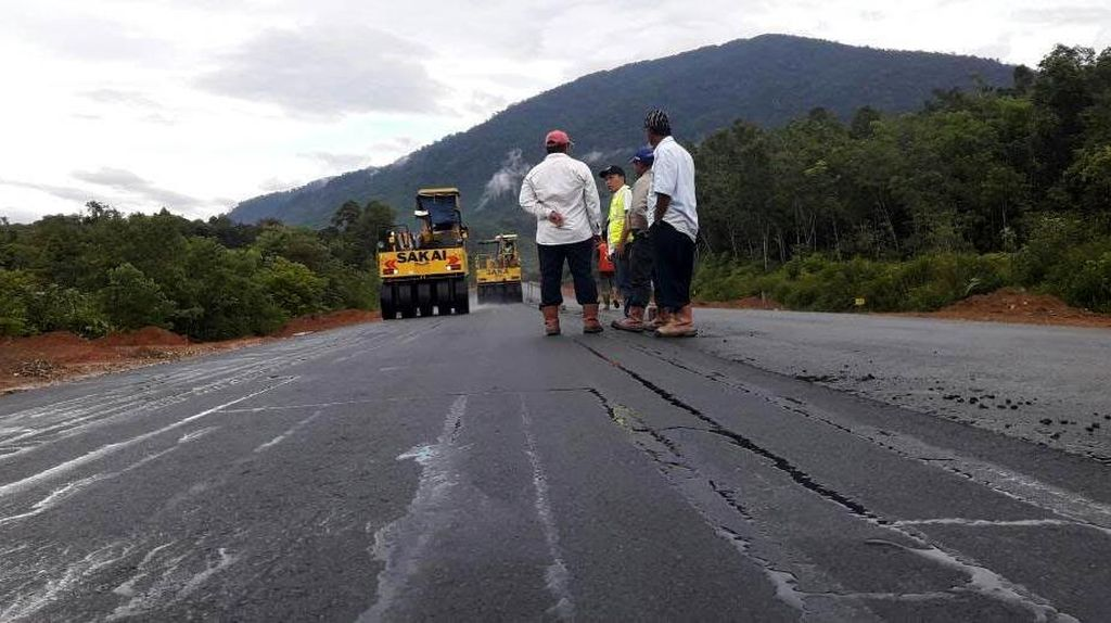 Jokowi Bangun 146 Km Jalan Baru di Perbatasan Kalimantan 2017