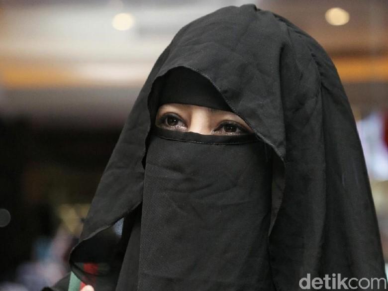 Umi Pipik Tak Mau Tempuh Jalur Hukum Terkait Foto Mesra dengan Sunu