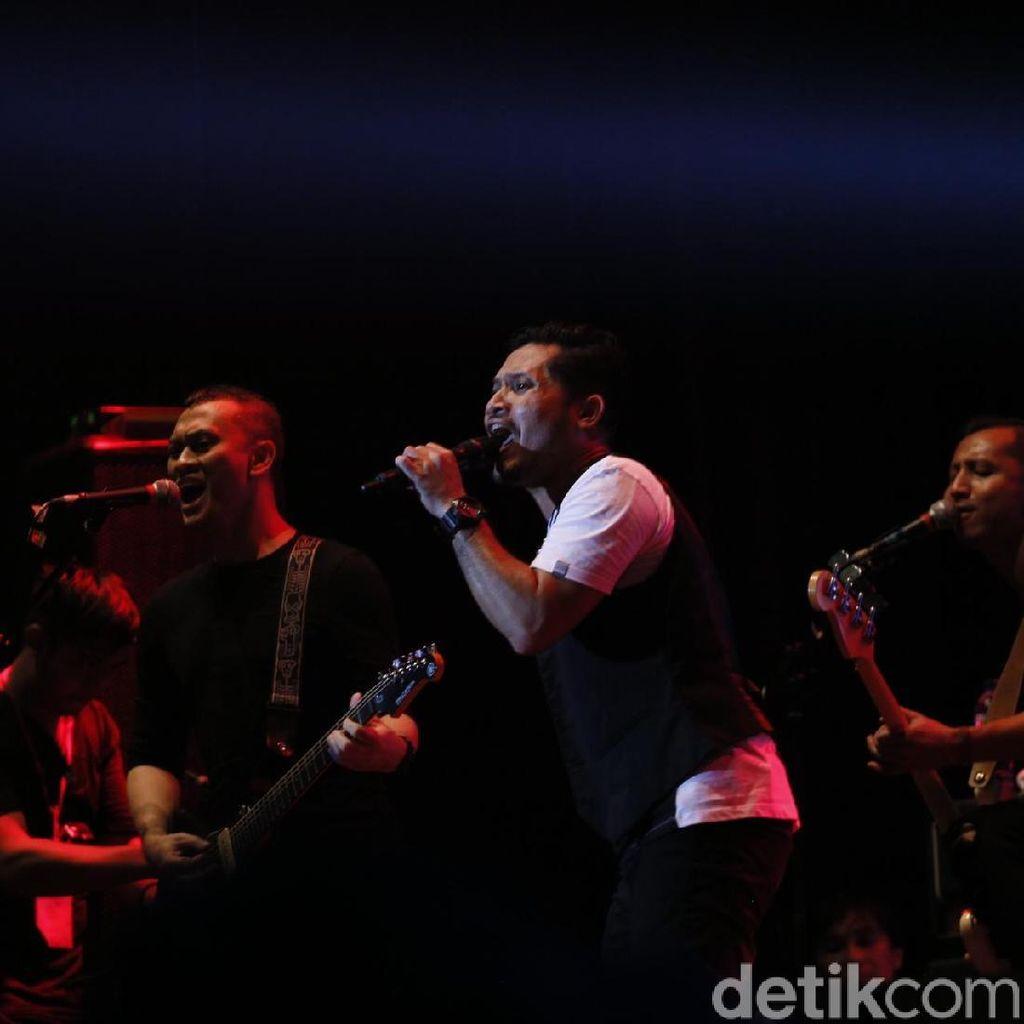 Deja Vu, Patah Hati yang Berisik dari Andra and The Backbone