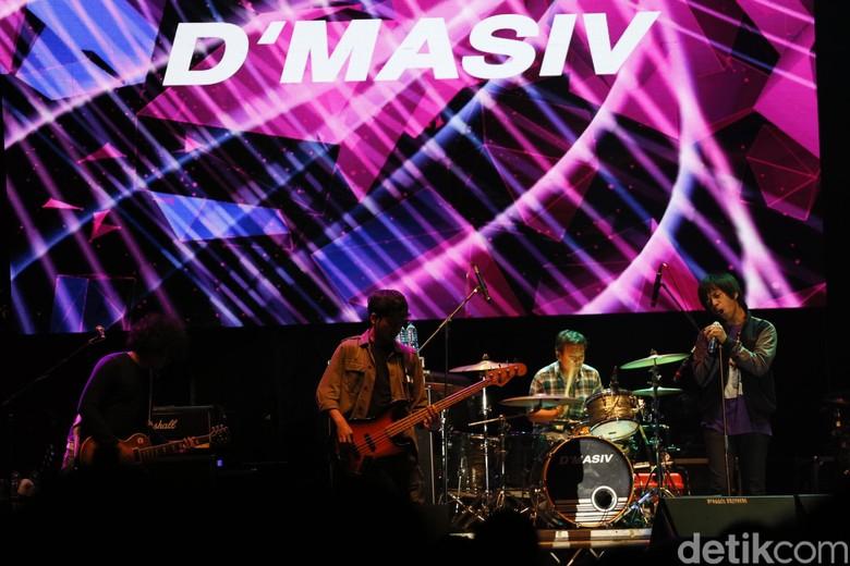 Mellow Bareng DMASIV dan Hantaman Andra and The Backbone