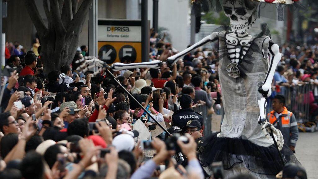 Begini Meriahnya Parade Hari Kematian di Mexico City