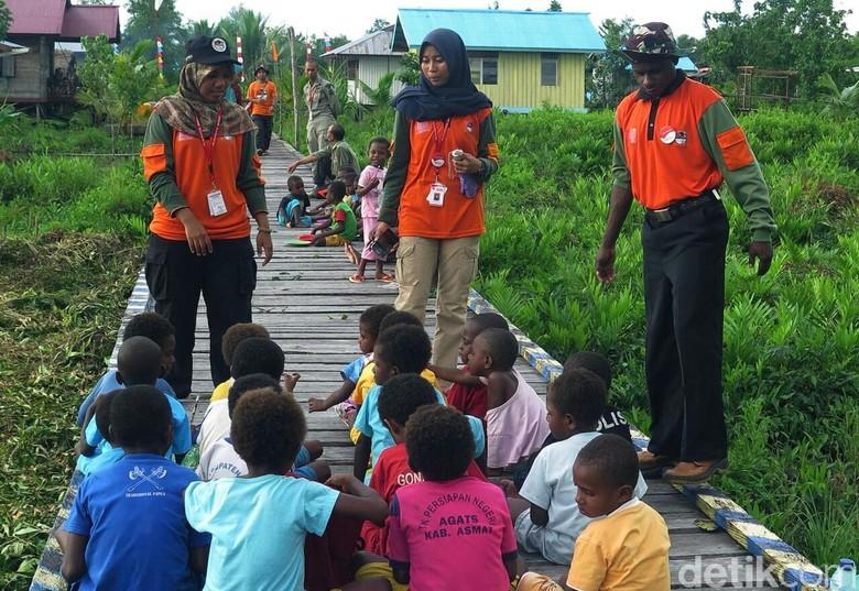Sejumlah Daerah di Papua Kesulitan - Merauke Tim Ekspedisi NKRI koridor Papua bagian selatan menemukan masih banyak daerah yang kesulitan air terutama di Kabupaten