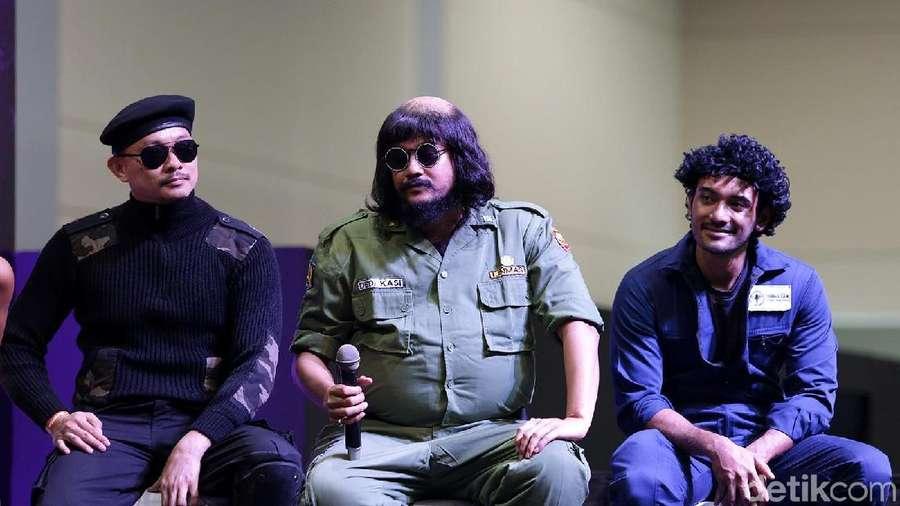 Gaya Unik Cast 5 Cowok Jagoan di Indonesia Comic Con