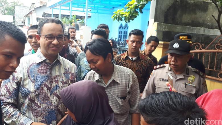 Anies ke Imron yang Tolak - Jakarta Anies Baswedan menghubungi pegawai kelurahan Kota Bambu Jakarta yang menolak tip terima kasih dari Anies mengungkapkan isi