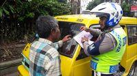 Parkir di Trotoar, 3 Angkot Sukabumi Terjaring CCTV Tilang