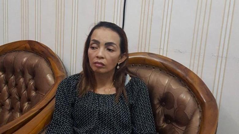 Korban Penipuan Ponakan Palsu Kapolri - Jakarta Seorang perempuan bernama Titin Hendiko mengaku sebagai keponakan Kapolri Jenderal Tito Karnavian dalam rekrutmen anggota Polri tahun