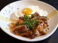 Sec Diner: Ada Salted Egg Chips hingga Mongolian Beef di Kafe yang Instagramable