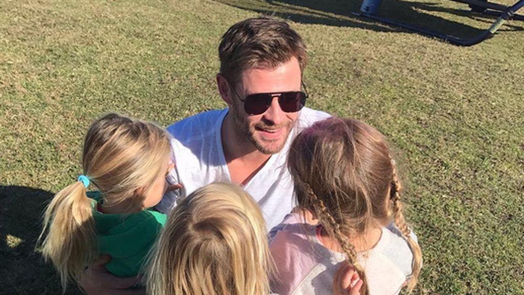 Sweet! Kedekatan si Thor Chris Hemsworth dengan Buah Hatinya