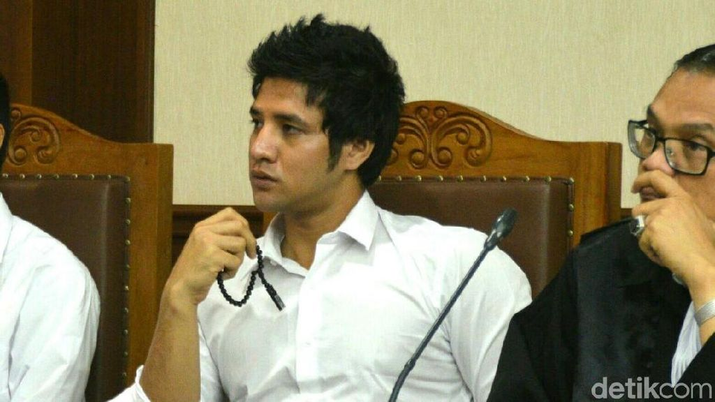 Ammar Zoni Dituntut 1 Tahun 6 Bulan Penjara