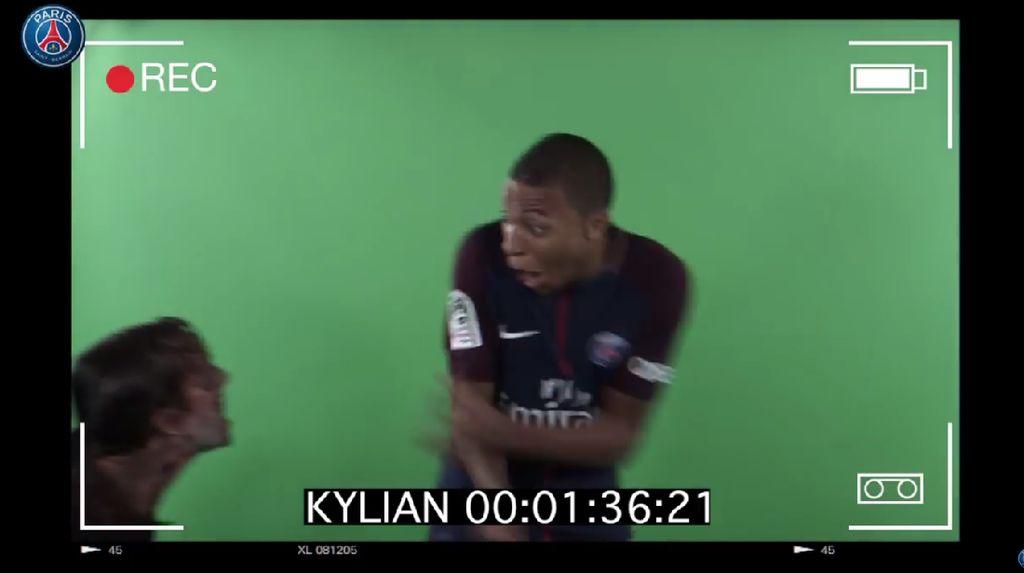 Kocak! Skuat PSG Dikejutkan Zombie, Reaksi Mbappe Paling Heboh