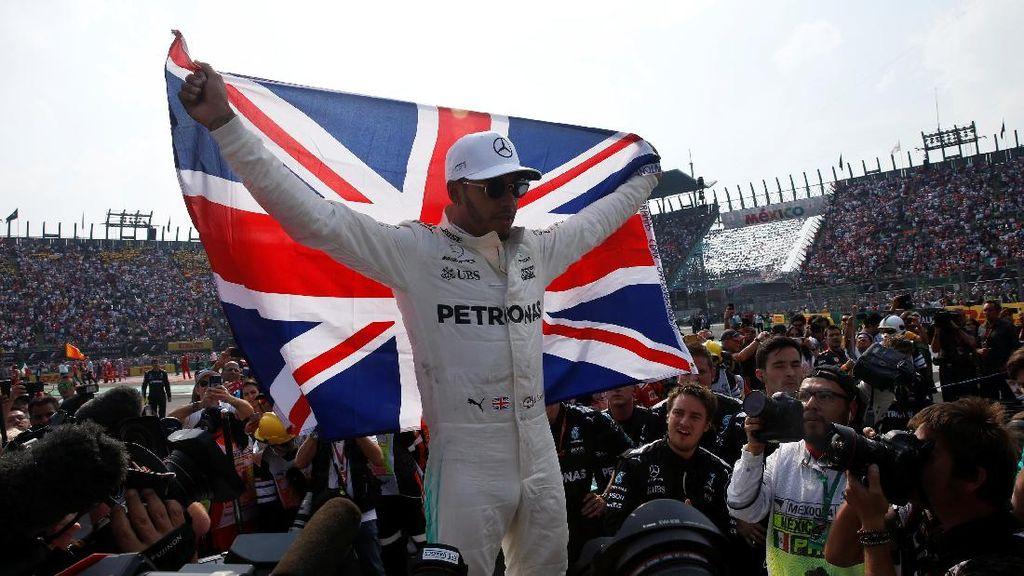 Foto: Hamilton Jadi Juara Dunia Usai Raih Finis Terburuknya di 2017