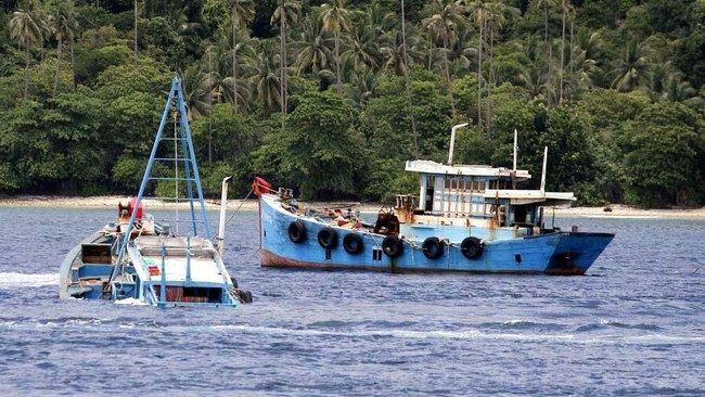 Luhut Perintahkan Susi Hentikan Penenggelaman Kapal