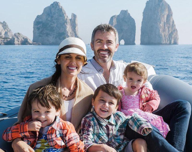 Adalah Five Take Flight, sebuah keluarga asal AS yang terdiri dari Ayah (Derek), Ibu (Kenzie) dan 3 anak bernama Porter, Beckett dan Wren (Instagram/FiveTakeFlight)