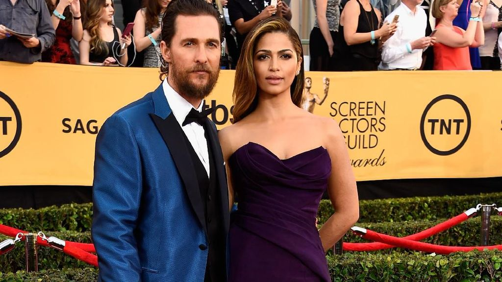 Pesona Camila Alves, Mantan PRT yang Jadi Istri Matthew McConaughey