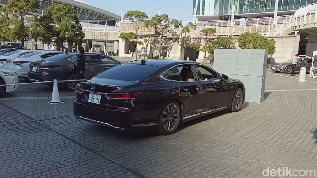 Mobil Lexus LS 500h Bakal Ngerem Sendiri Saat Kondisi Ini