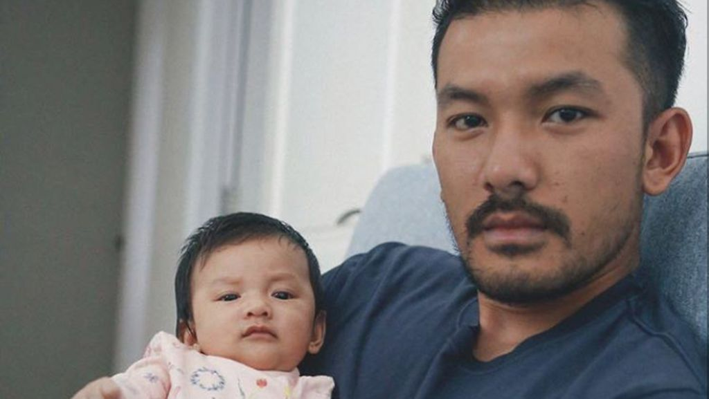 Like Father Like Daughter, Miripnya Rio Dewanto dan Baby Sal