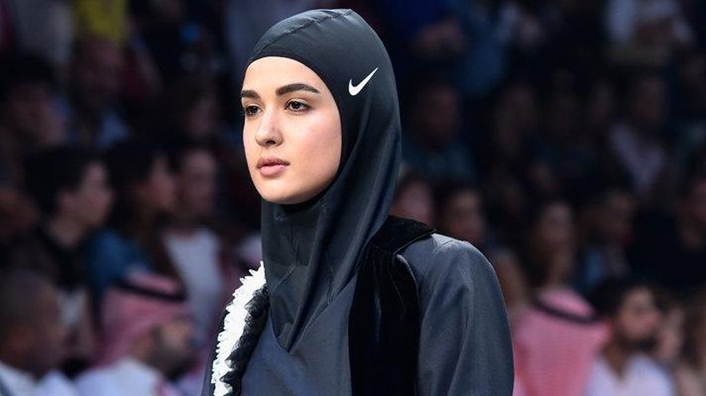 Pertama Kali, Nike Tampilkan Hijab di Fashion Show Dubai