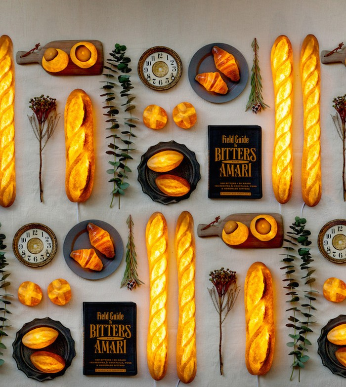 Yukiko Morita membuat lampu dengan bentuk roti seperti aslinya. Bernama Pampshades, lampu ini terlihat seperti roti panggang dengan warna kecokelatan. Foto: Yukiko Morita