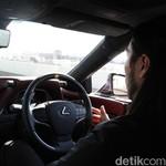 Jadi Penumpang di Lexus LS 500h, Sopirnya Lepas Tangan Terus