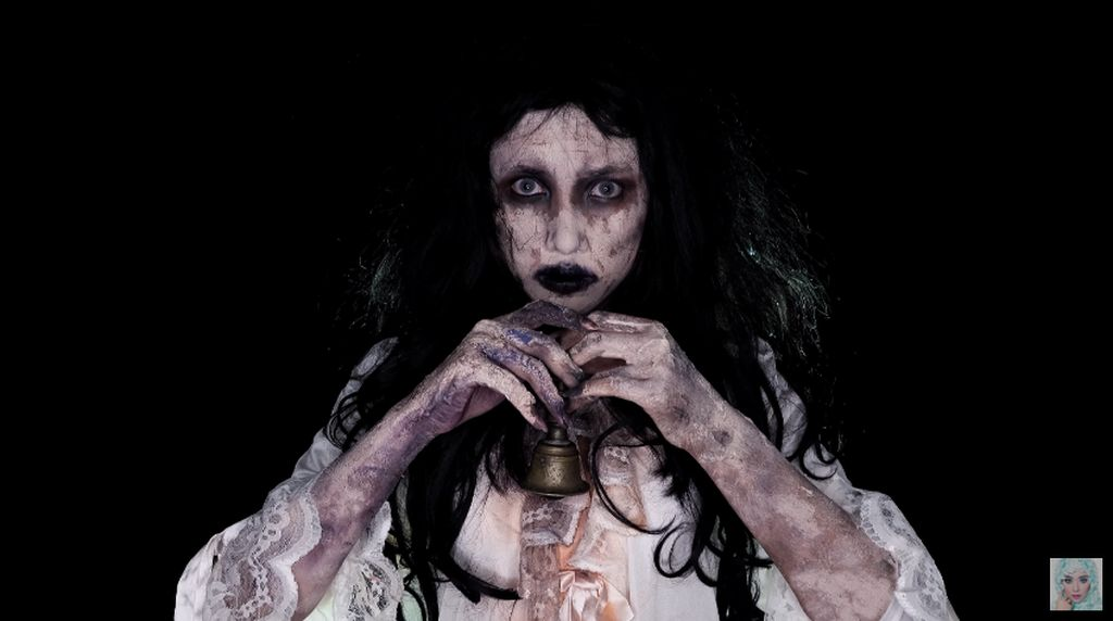 Halloween, Beauty Vlogger Ini Bikin Makeup Seram ala Ibu Pengabdi Setan