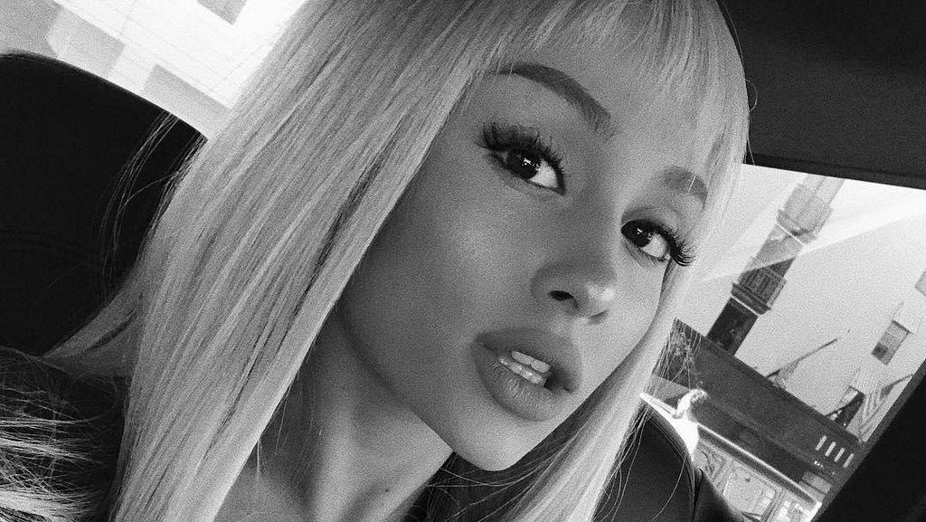 Foto: Gaya Baru Ariana Grande, Berponi dan Tak Lagi Dikuncir