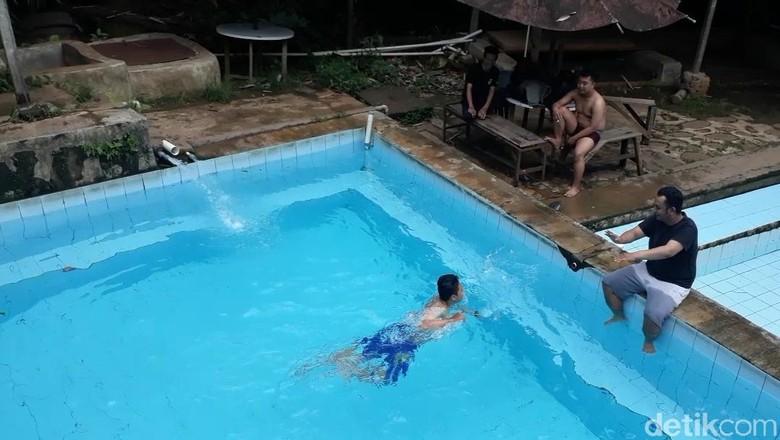 Air di kolam renang ini tidak pakai kaporit (Wisma/detikTravel)