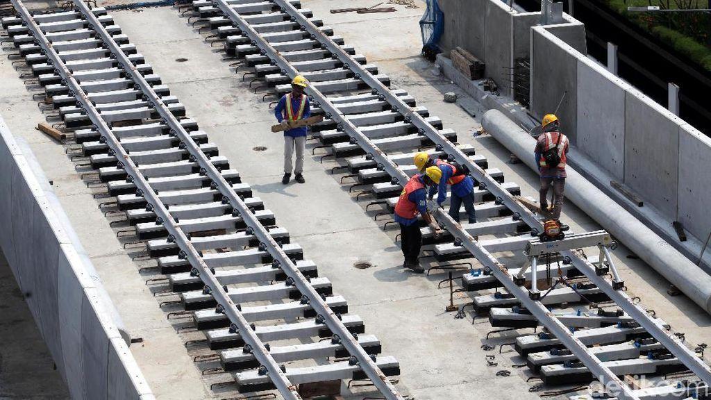 Foto: Pemasangan Rel MRT Terus Dikebut