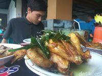 Ayam pramugari yang dibuat dari ayam kampung.