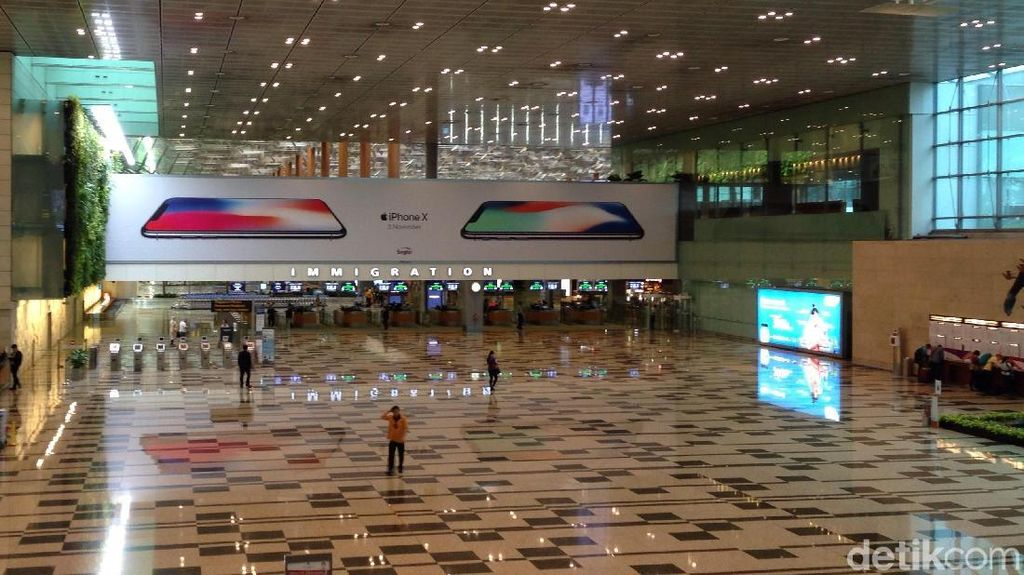 iPhone X Sambut Para Fanboy di Bandara Changi