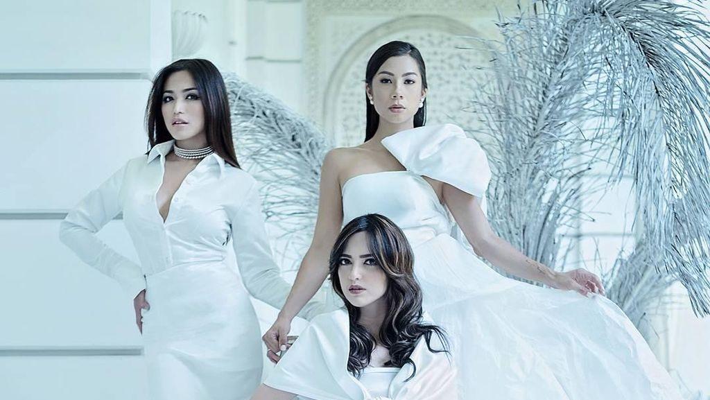 Unik, Jedar dan Girls Squad Kompak Pakai Gaun Kertas untuk Pemotretan
