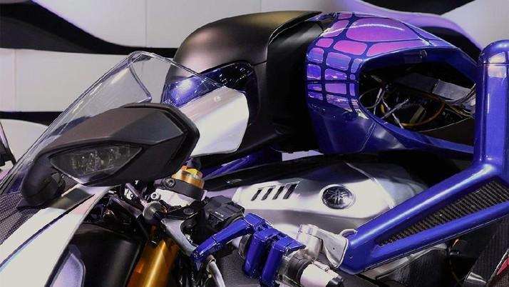 Man vs Machine: Saat Rossi Ditantang Robot Adu Kebut di Lintasan