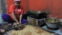 Mengintip Proses Produksi Borondong Ibun Bandung yang Melegenda