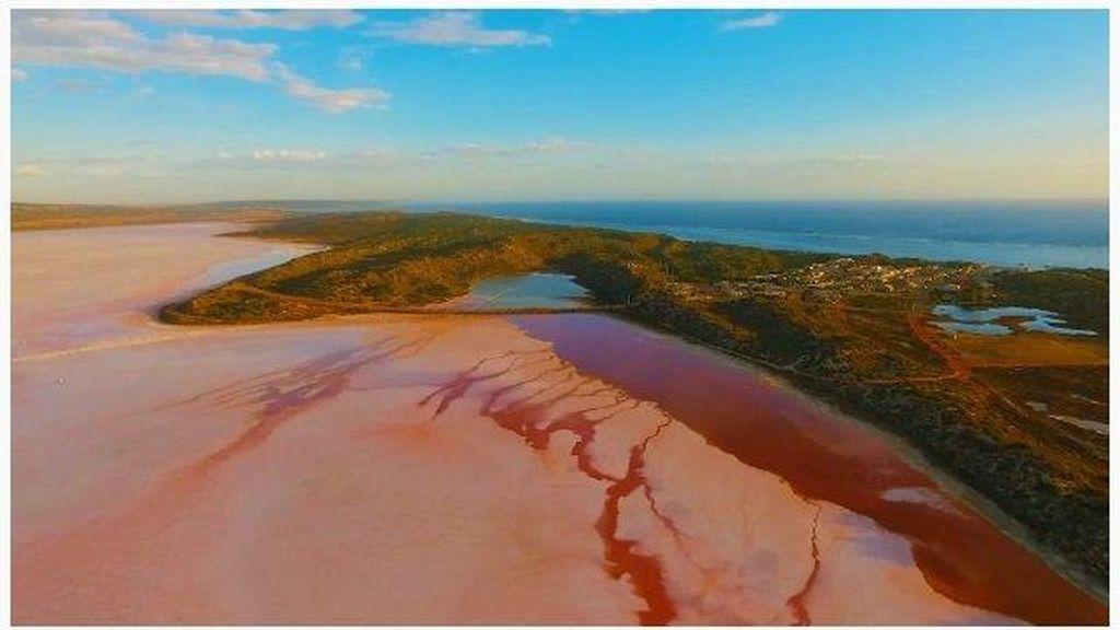 Danau Merah Muda Destinasi Favorit Baru Turis China