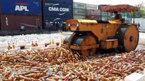 Bea Cukai Tanjung Perak Musnahkan 15.360 Botol Miras