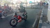 Jalan di Bawah Flyover Janti Yogya Ditutup, Warga Sekitar Protes