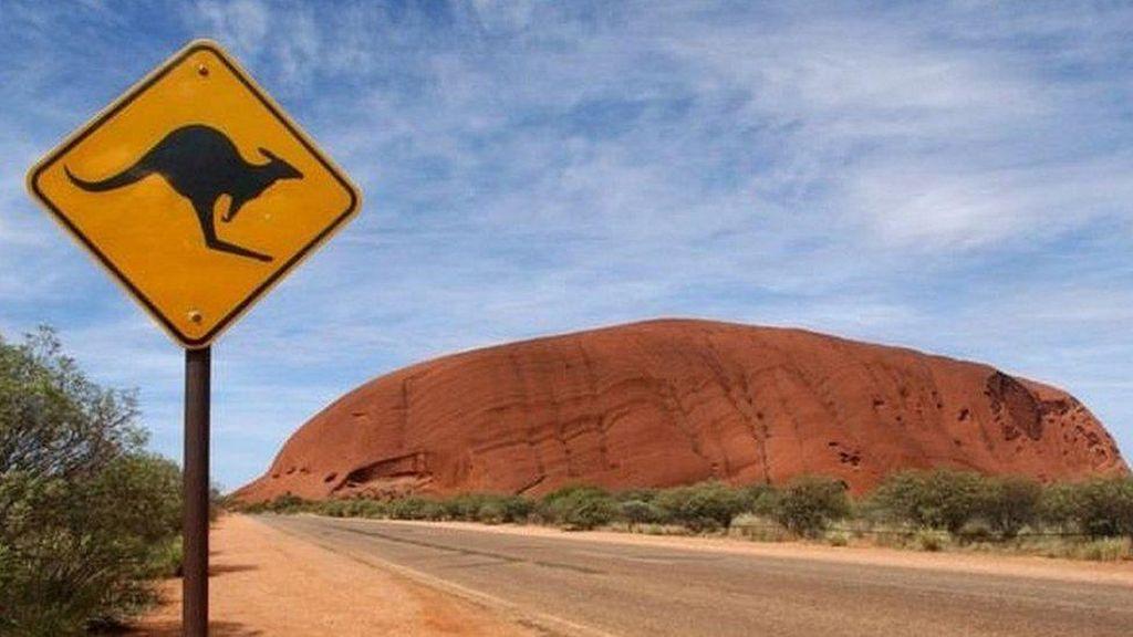 Australia Larang Pendakian Ayers Rock Mulai Oktober 2019