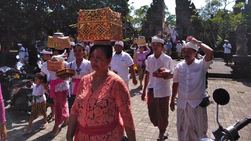 Masyarakat Hindu-Bali Rayakan Galungan, Kantor dan Sekolah Libur