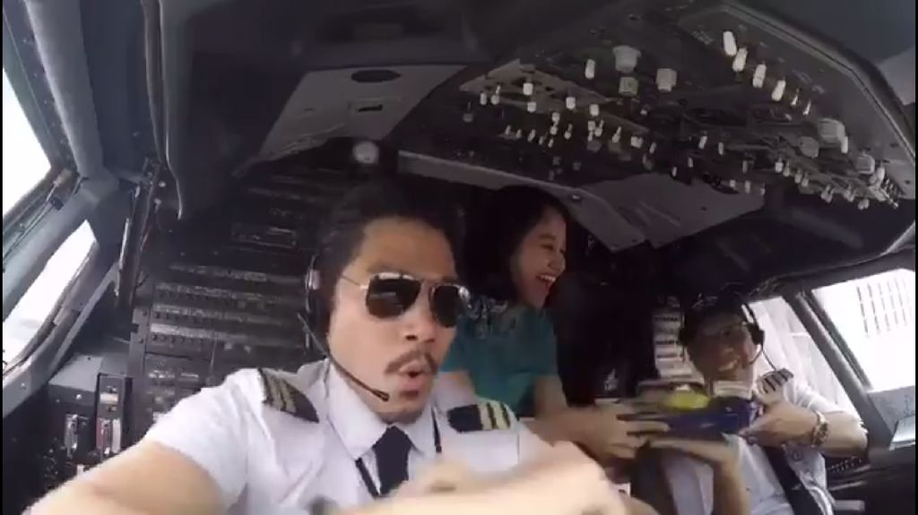 Kagetnya Pilot Bambang dan Yves Saat Video Pantun-Joget Viral