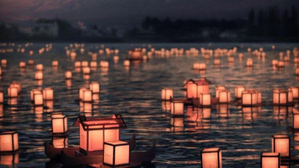Festival Obon, Merayakan Kematian Lewat Lampu Lampion di Jepang