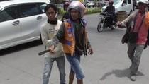 Taksi Online Bentrok dengan Becak Motor di Makassar