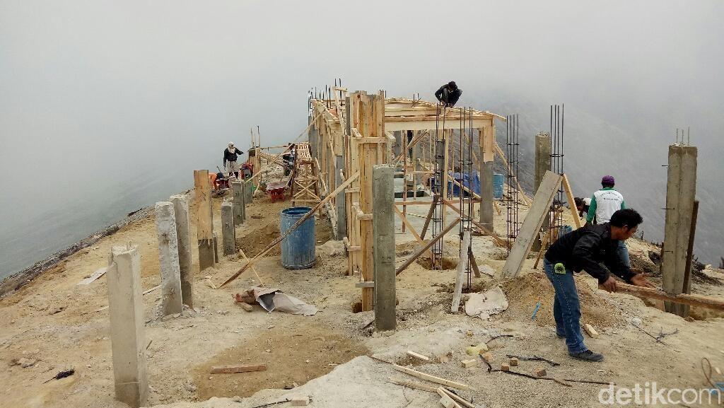 Pembangunan Infrastruktur Publik di Puncak Ijen Dikeluhkan Wisatawan