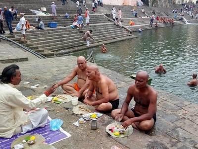 Makan Bareng, Cara India Menghormati Orang Meninggal