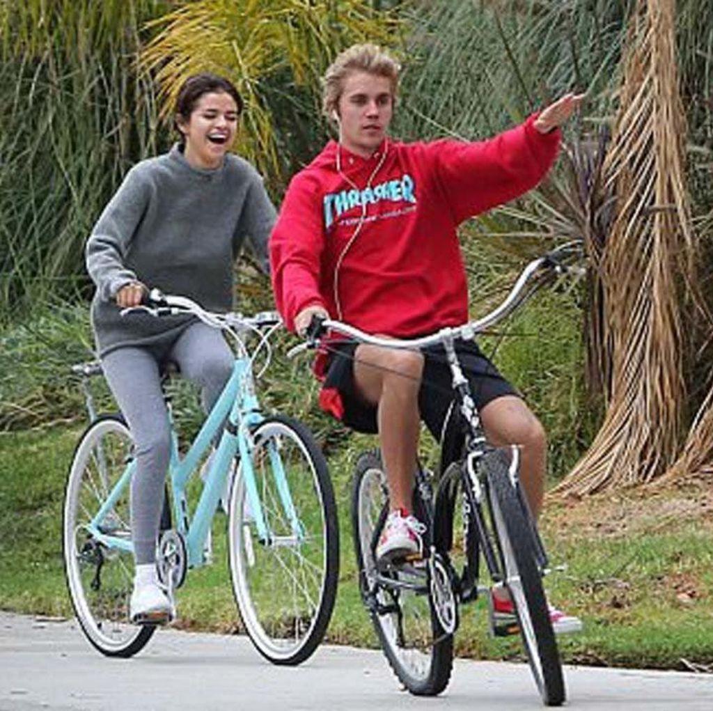 Berbeda dengan Justin Bieber, Selena Gomez Happy Pasca Putus