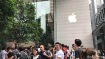 Rebutan Menjajal iPhone X di Apple Store Singapura